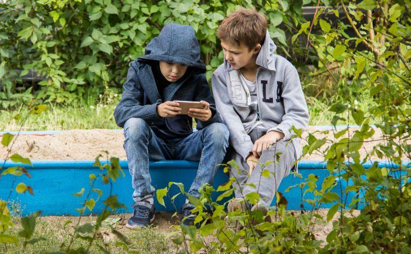 Смартфоны в руках детей: за и против