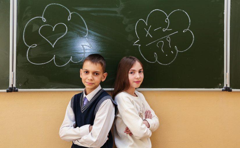 Дети у доски в классе