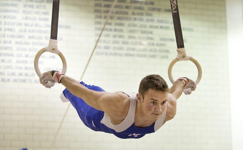 Спортивный гимнаст на кольцах