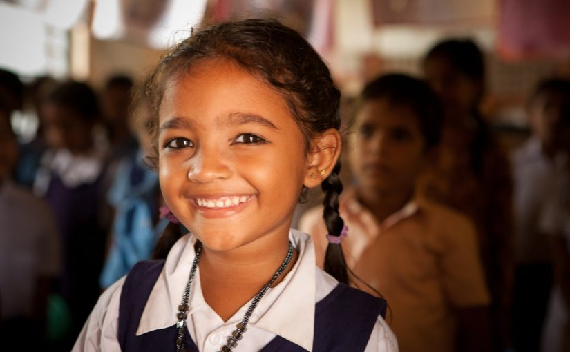 Индийская школьница