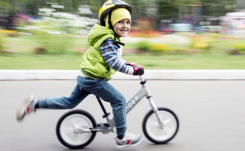 Для спортивных детских дел выбираем беговел: советы родителям